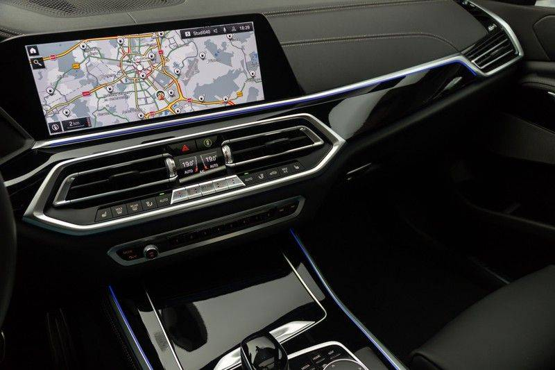 "BMW X5 M40i xDrive 340pk Panoramadak VirtualCockpit ShadowLine Sportleder+Memory Head-Up HarmanKardon Luchtvering Laserlicht AmbientLight Keyless Sportuitlaat 22"" 360Camera ParkAssist Pdc afbeelding 24"