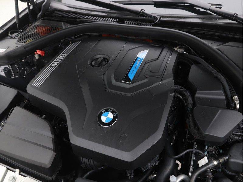 BMW 3 Serie Touring 330e High Executive M-Sport Automaat afbeelding 4