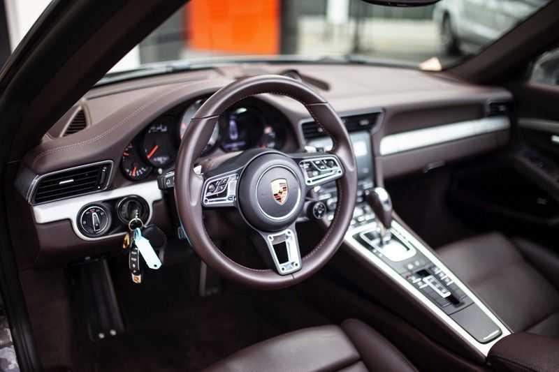 Porsche 911 Cabrio 3.0 Carrera 4S *BOSE / PDLS+ / Vierwielbest. / Sport Chrono / Sportuitlaat* afbeelding 2