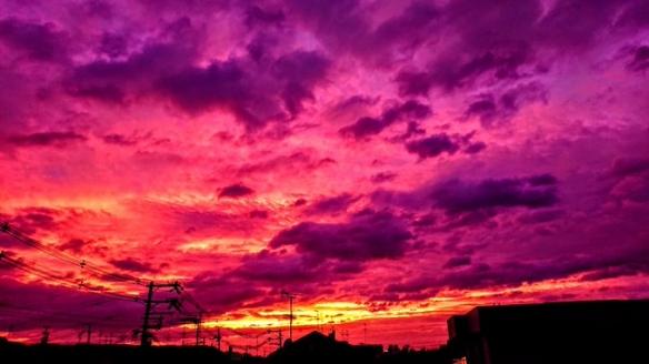 台风前紫色的天空