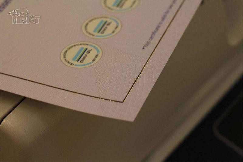 Sertifikatai su tekstūriniu UV laku ir folija