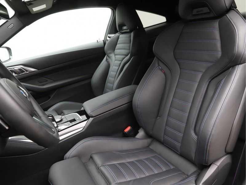 BMW 4 Serie Coupé 430i High Exe M-Sport Aut. afbeelding 11