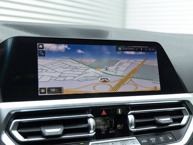 BMW 3 Serie Touring 330i M-Sport - Panorama - Driving Assistant Professional - DAB afbeelding 24