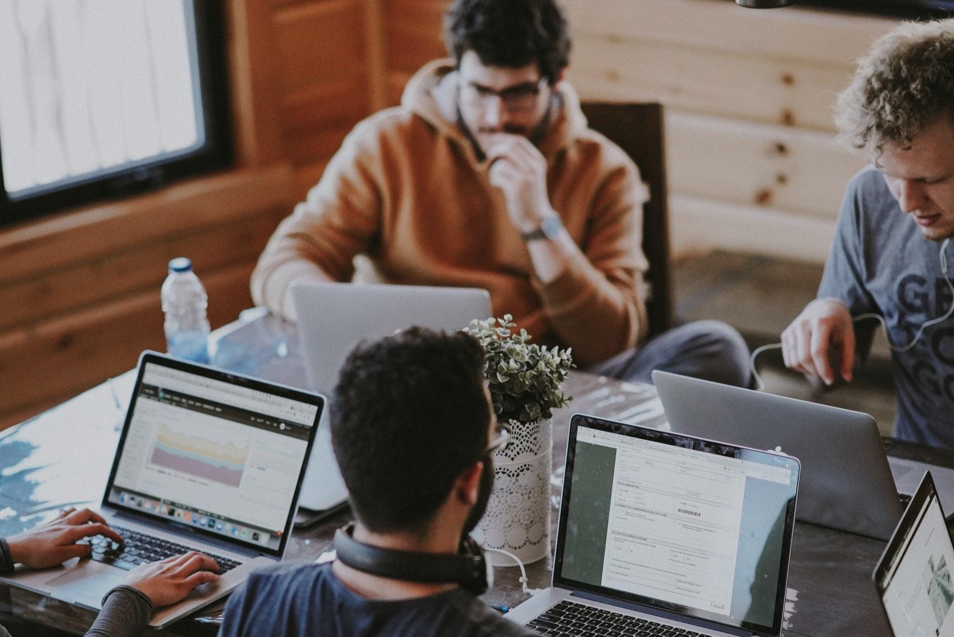 Como ajudar o seu time a se adaptar aos softwares de vendas (e por que é tão importante?)