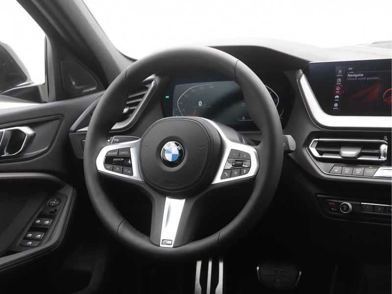 BMW 1 Serie 5-deurs 118i Executive Edition M-Performance Automaat afbeelding 2