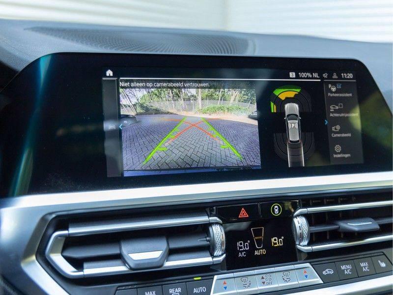 BMW 3 Serie Touring 330e xDrive M-Sport - Panorama - Active Cruise - Harman Kardon - Camera afbeelding 25