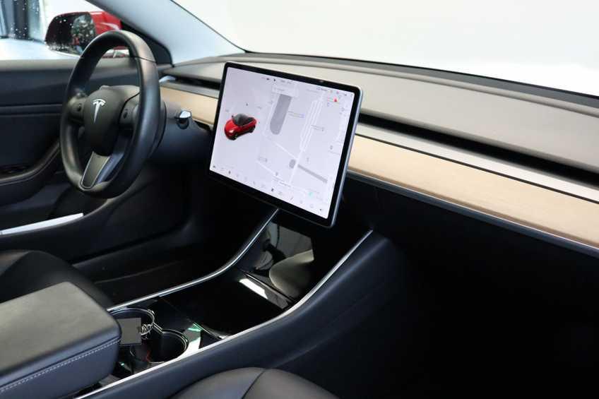 """Tesla Model 3 Long Range EX BTW FSD! Rood Zwart Navigatie 18""""LM 4% Bijtelling afbeelding 19"""