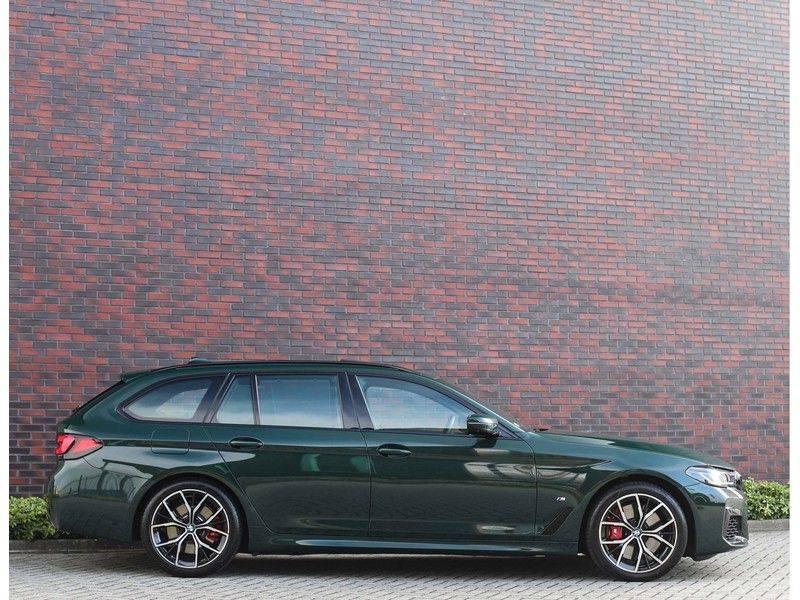 BMW 5 Serie 540i x-Drive *British Racing Green*HUD*Pano*Trekhaak* afbeelding 21