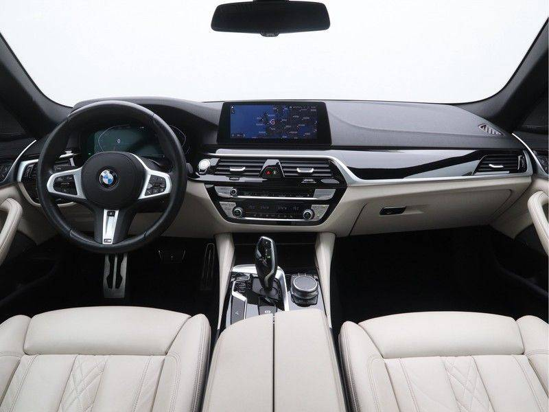 BMW 5 Serie Sedan 540i High Executive M-Sport Automaat afbeelding 13