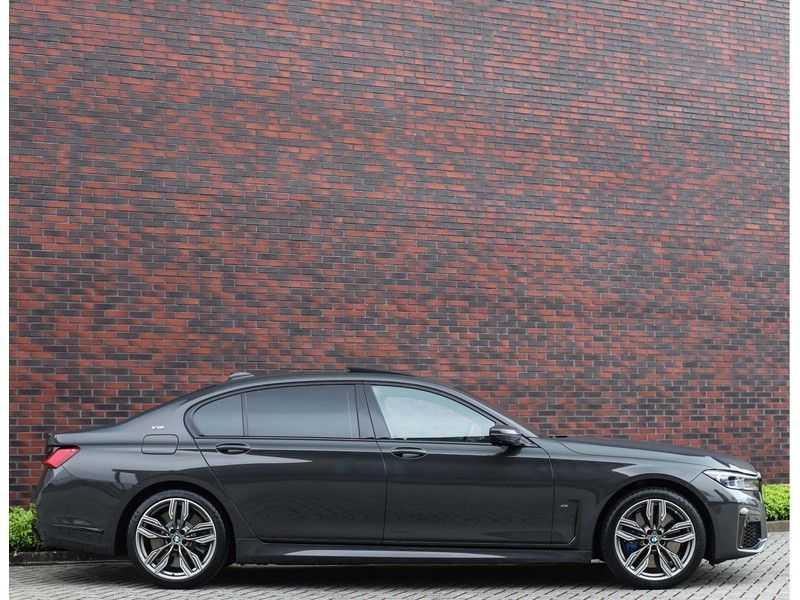 BMW 7 Serie M760Li xDrive *Dravit grey*Executive seats*Sky Lounge*Full option* afbeelding 19
