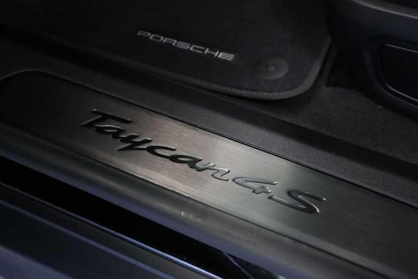 Porsche Taycan 4S Performance 571pk!   Prijs ex.btw 102.950,-   Full-Led Sport-Chrono Panoramadak Warmtepomp *tot 24 maanden garantie (*vraag naar de voorwaarden) afbeelding 35