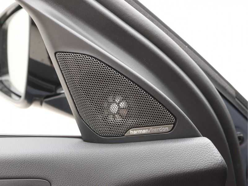 BMW 1 Serie 118i 5rds High Exe M-Sport Aut. afbeelding 19