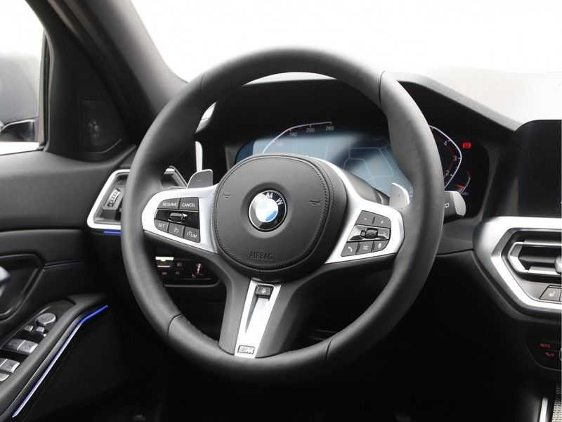 BMW 3 Serie Touring 318i Executive Model M Sport afbeelding 11