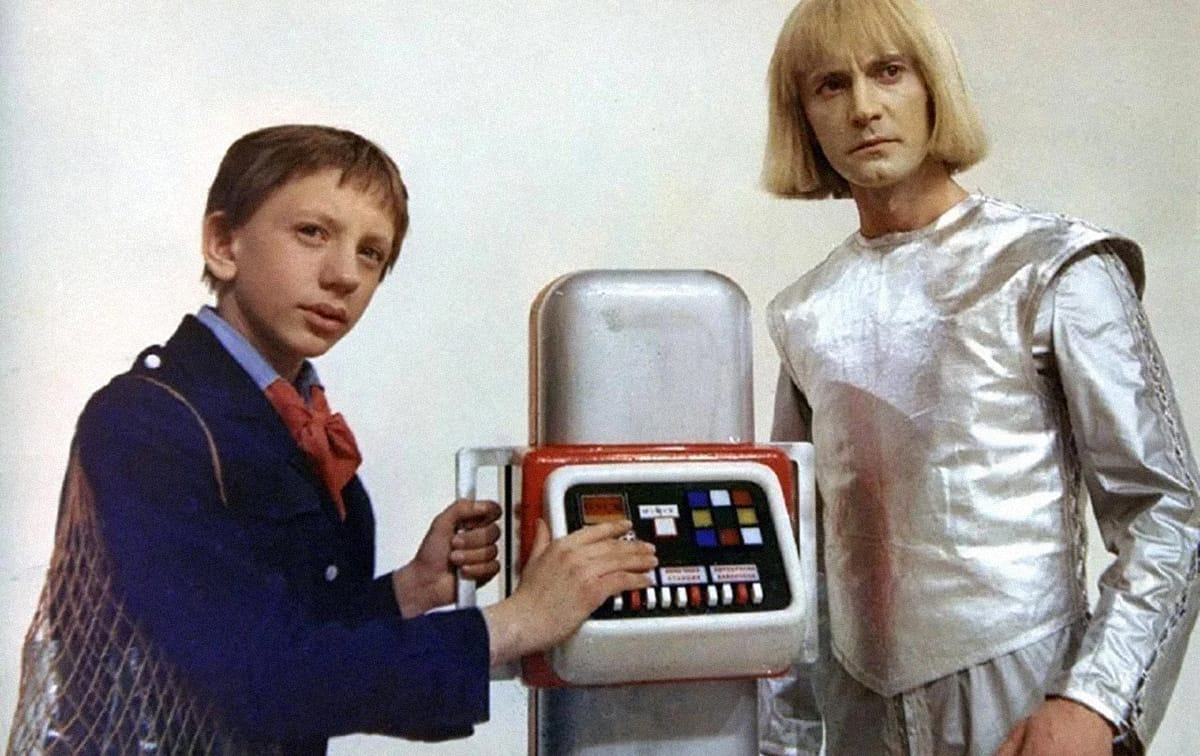 Кадр из минисериала «Гостья из будущего» (1985), режиссер Павел Арсенов