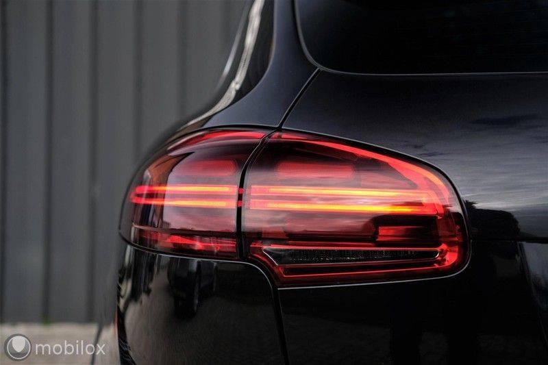 Porsche Cayenne 4.2 D S | Panoramisch dak | Bose | 850 Nm afbeelding 10