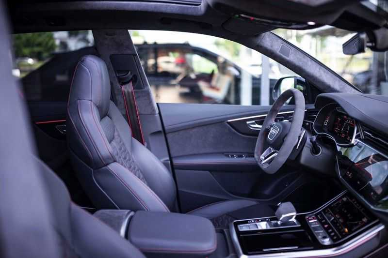 "Audi RS Q8 4.0 TFSI Quattro *RS-Dynamic Plus / Keramisch / Massage / HUD / 23"" / B&O* afbeelding 3"