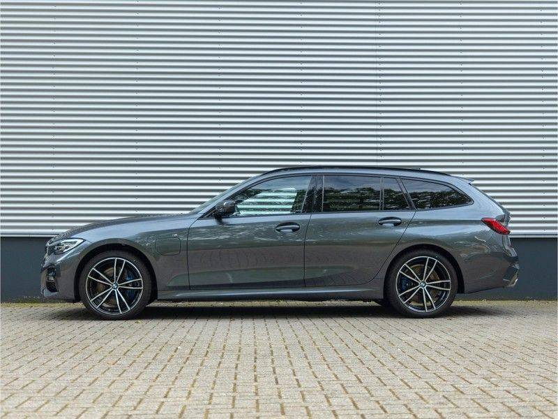 BMW 3 Serie Touring 330e xDrive M-Sport - Panorama - Active Cruise - Harman Kardon - Camera afbeelding 7