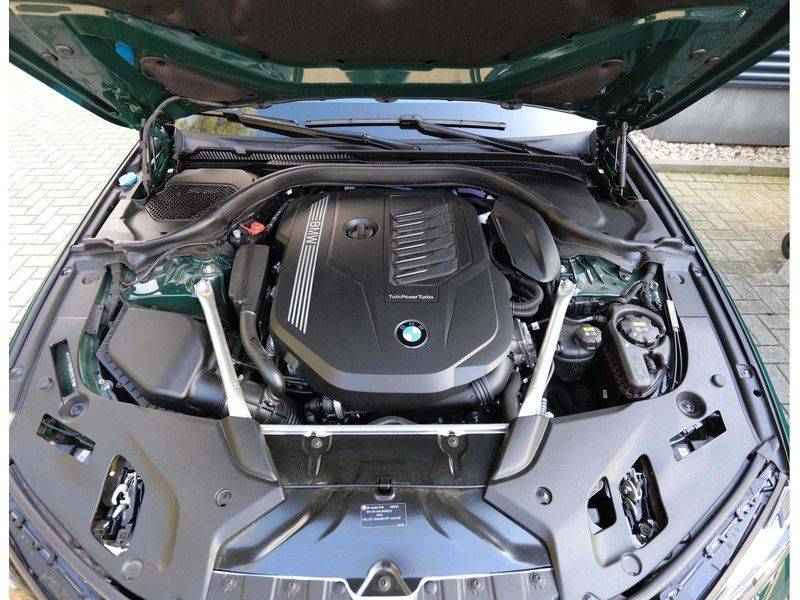 BMW 5 Serie 540i x-Drive *British Racing Green*HUD*Pano*Trekhaak* afbeelding 9