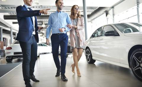Lead follow-up in the automotive industry, the hybrid method