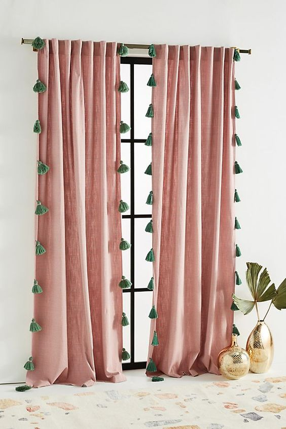 Longs doubles rideaux à pompoms