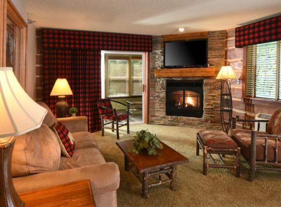 Des Moines Premier Suite Living Area