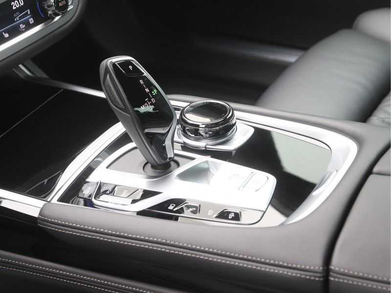 BMW 7 Serie 745e M Sport High Executive BEZICHTIGING OP AFSPRAAK afbeelding 18