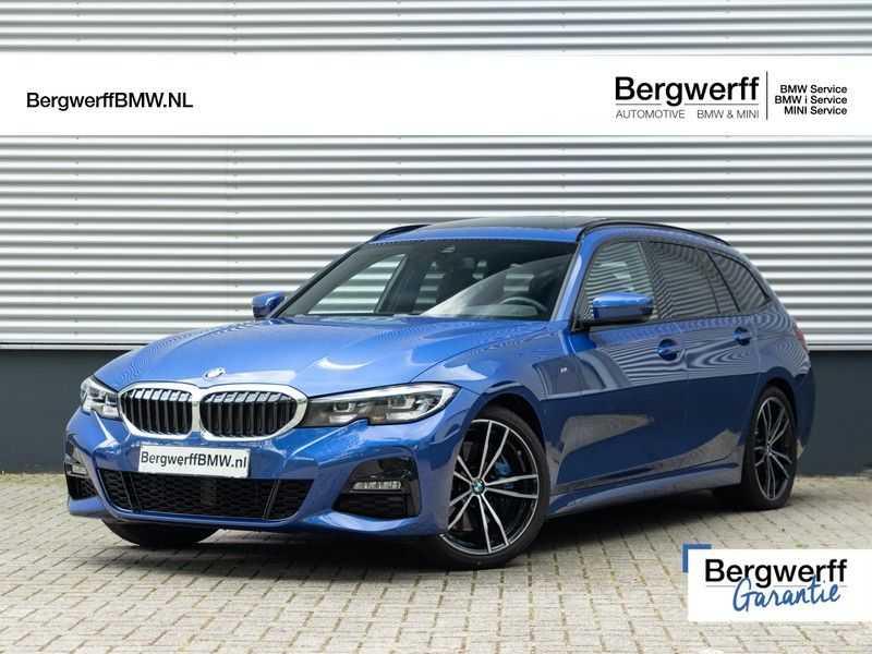 BMW 3 Serie Touring 330i M-Sport - Panorama - Trekhaak - DAB - Harman Kardon afbeelding 1