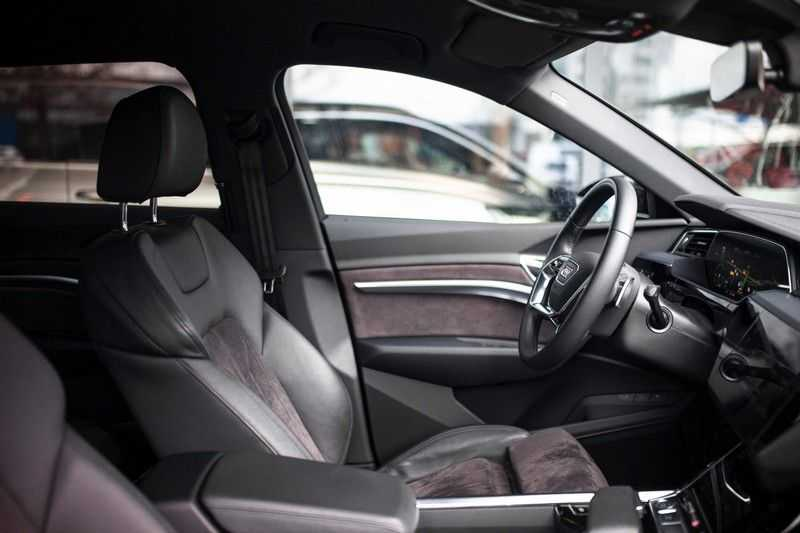 "Audi e-tron 55 Quattro *4% Bijtelling / Hulppakket Stad & Tour / 22"" / Topview* afbeelding 4"