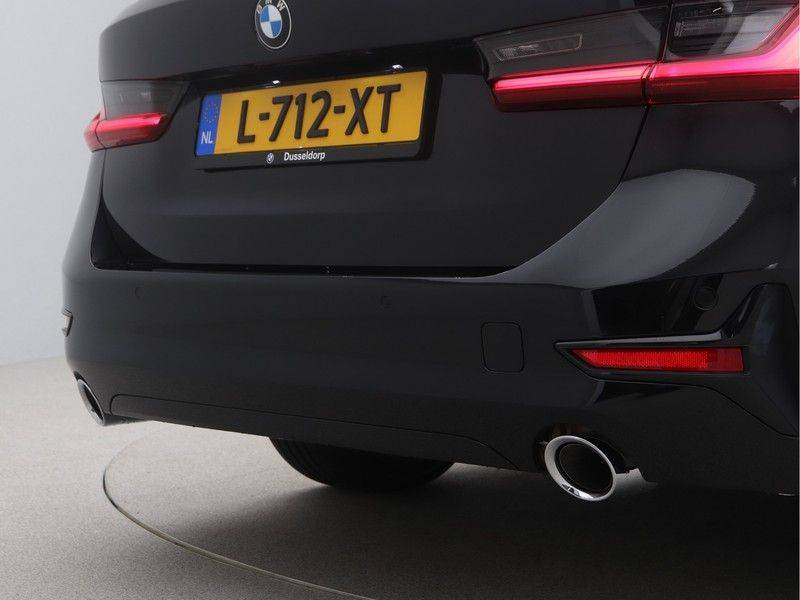 BMW 3 Serie Touring 318i Executive Sport Line Automaat afbeelding 21