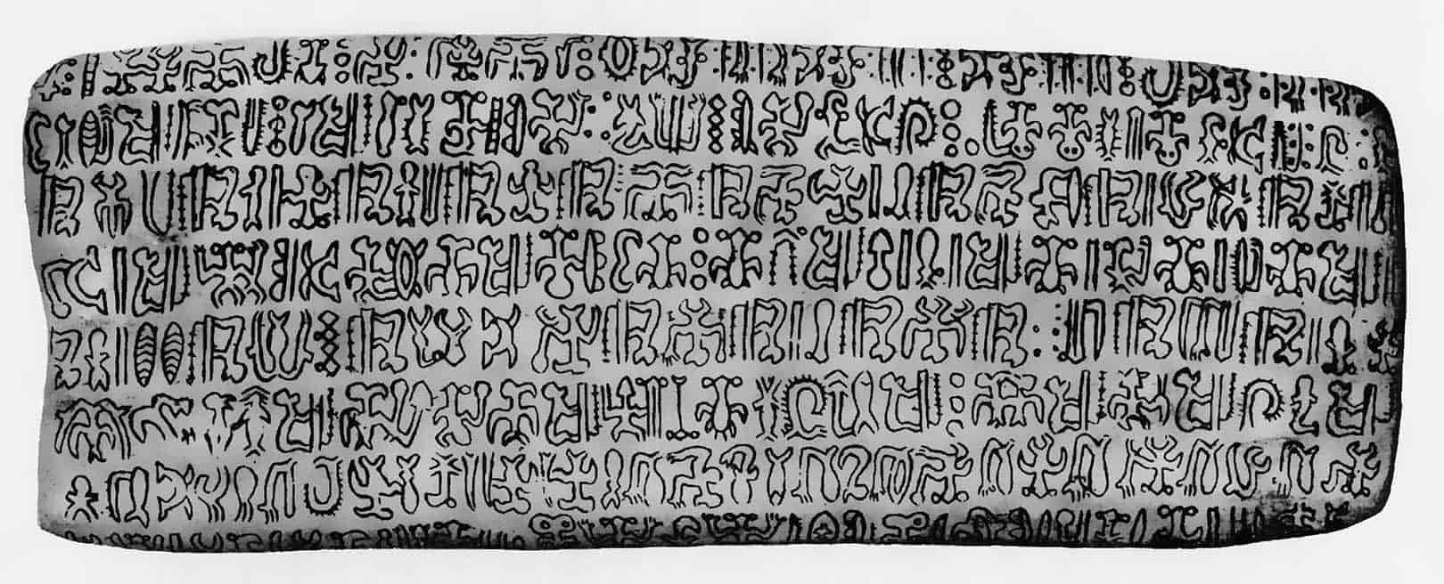 A picture of a Tohau rongorongo writing board (source: https://boloji.com)