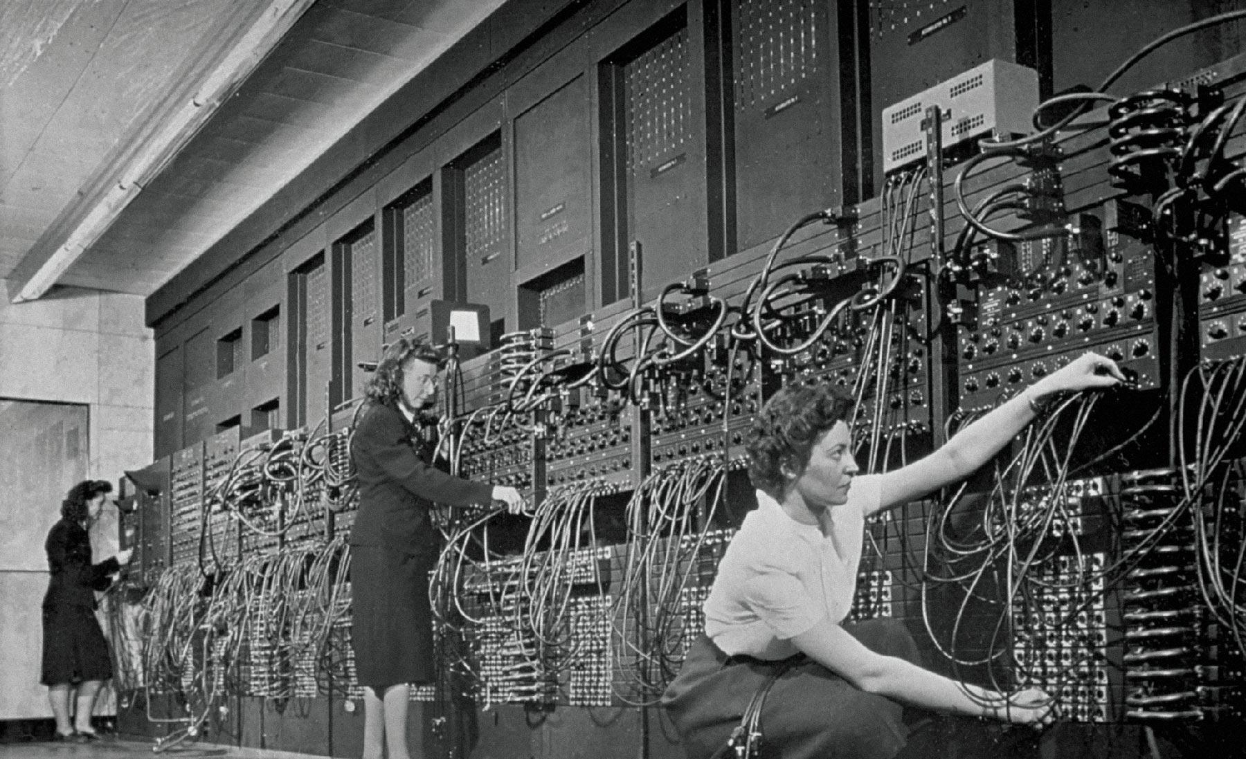 Программистки и ЭНИАК — первый в мире программируемый компьютер общего назначения. Фото: Corbis/Getty Images