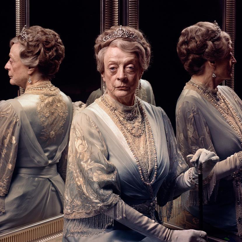 Мэгги Смит вроли Вайолет, вдовствующей графини Грэнтэм. Фото: Mark Neville / Vanity Fair