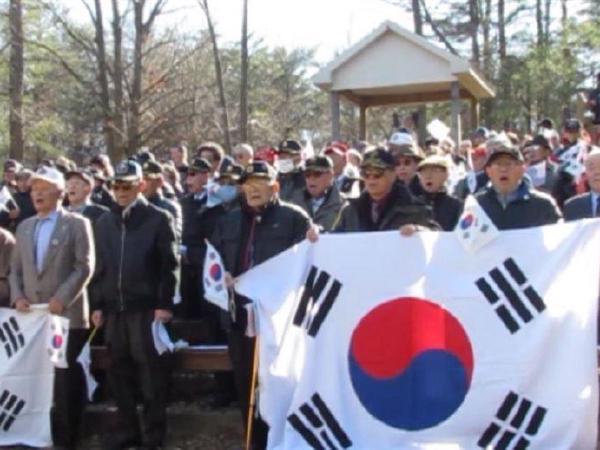 태극기 물결 '넘실'…탄핵 반대 집회