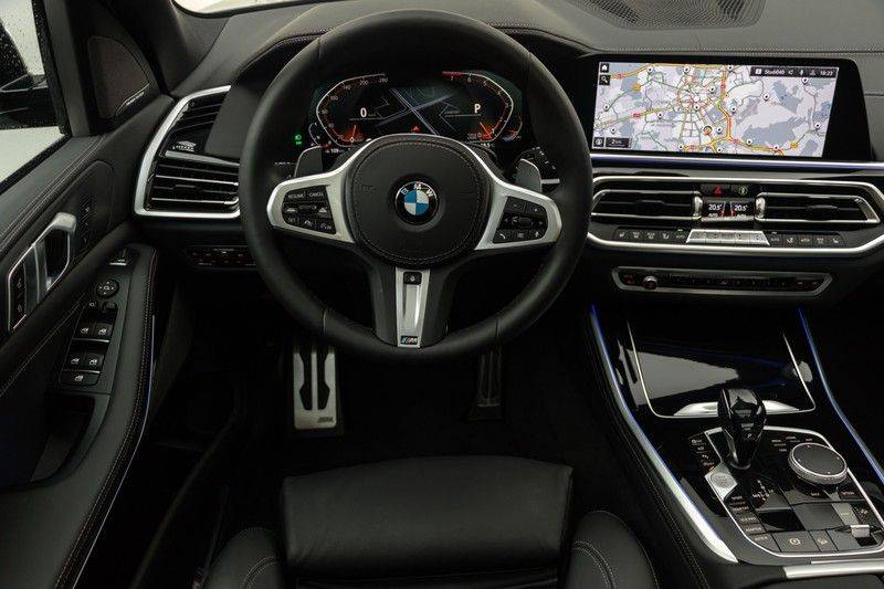 "BMW X5 M40i xDrive 340pk Panoramadak VirtualCockpit ShadowLine Sportleder+Memory Head-Up HarmanKardon Luchtvering Laserlicht AmbientLight Keyless Sportuitlaat 22"" 360Camera ParkAssist Pdc afbeelding 3"