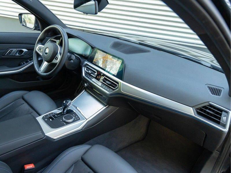BMW 3 Serie Touring 330e xDrive M-Sport - Panorama - Active Cruise - Harman Kardon - Camera afbeelding 14