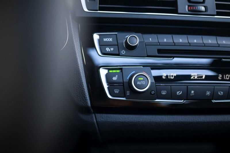 BMW M2 Coupé DCT *M-Performance uitlaat / LED stuur / H&K / Comp. velgen* afbeelding 12