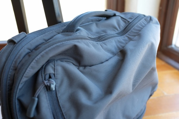 Due to its lightweight materials, the daily bag will show wrinkles