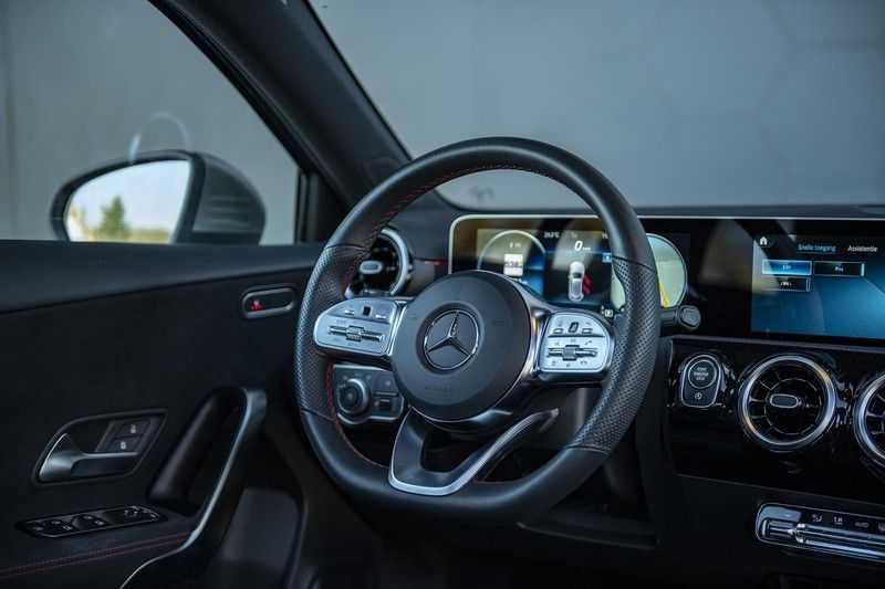 Mercedes-Benz A-Klasse 180 Business Solution AMG Panoramadak + BTW + Nieuwprijs: €43.000 afbeelding 2