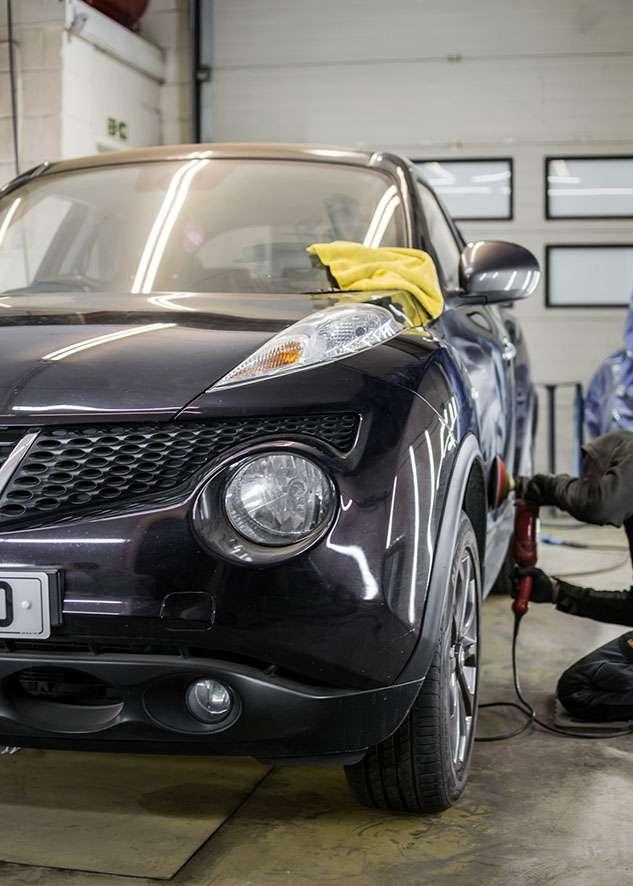 Black Nissan Juke being machined polished