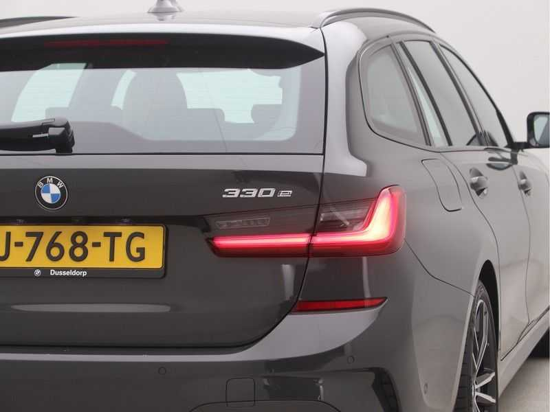 BMW 3 Serie Touring 330e PHEV High Executive M-Sport Automaat afbeelding 23