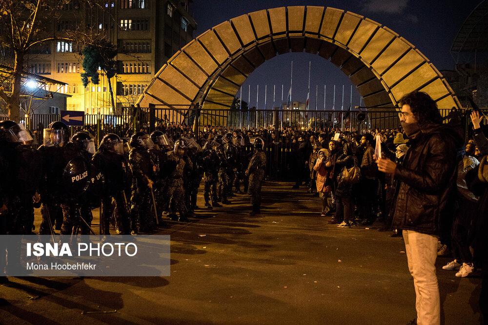 شنبه شب روبهروی دانشگاه امیرکبیر چه خبر بود؟