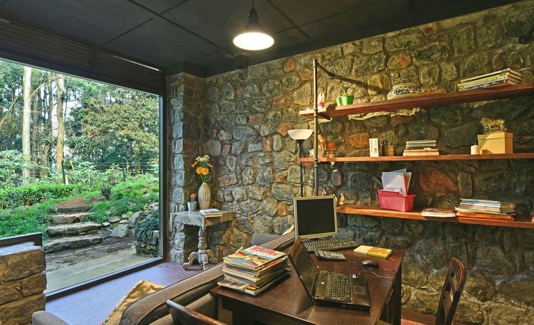 Outhouse and office space at Gunina is an independent building used as a personal studio
