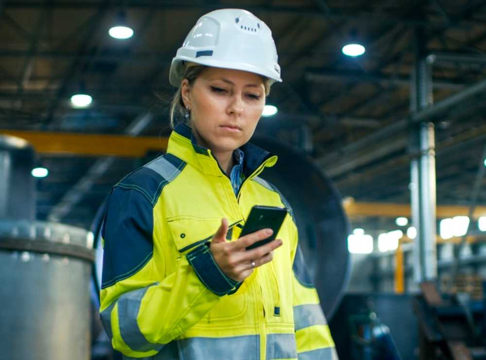 Accruent - Resources - Blog Entries - Why Your Business Needs an Effective Mobile CMMS - Hero