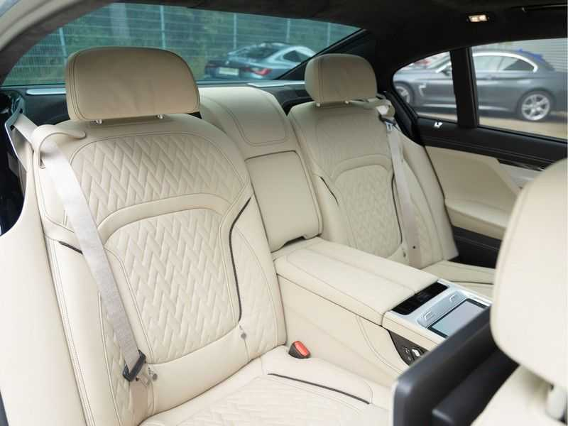 BMW 7 Serie 745Le xDrive Individual ''Maldives Blue'' - Full Option afbeelding 21