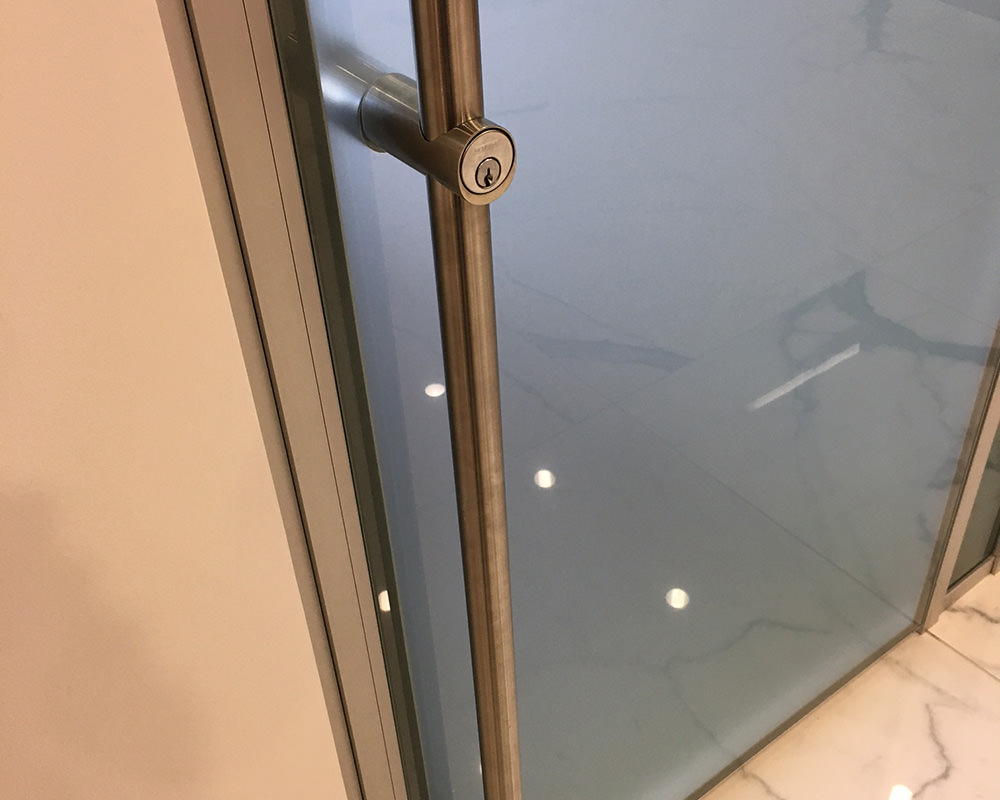 Long Sliding Door Handle With integrated lock