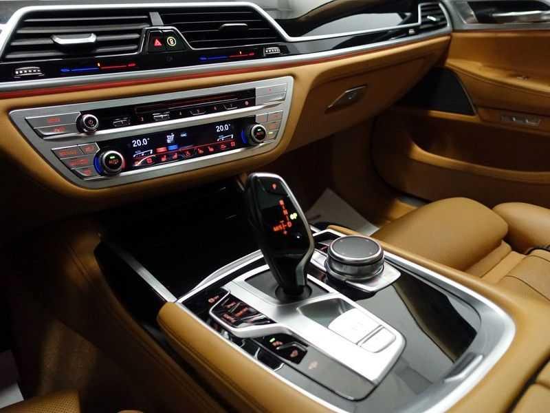 BMW 7 Serie 730d xDrive Individual 266pk M-Sport Aut8 Full options, Nw prijs €163.439,- afbeelding 10