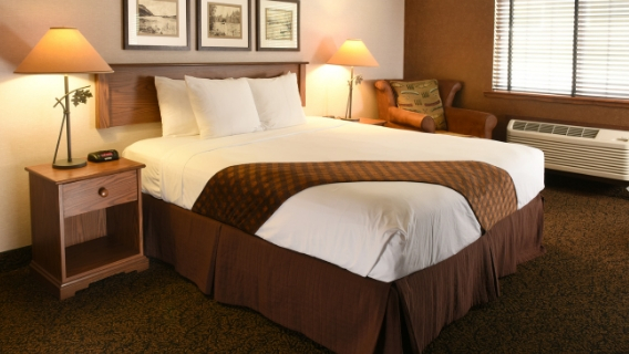 Des Moines Deluxe King Room
