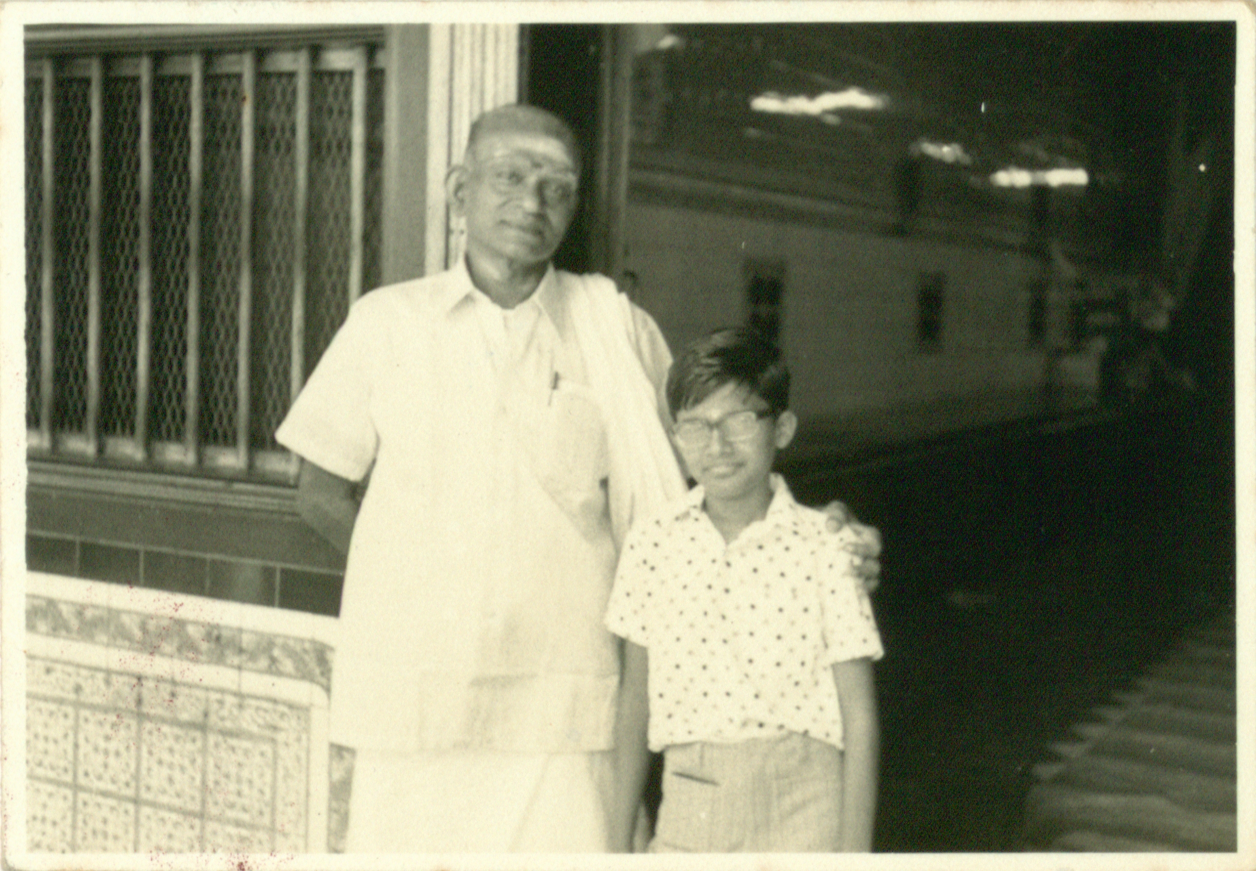 Doorway of the 49 Market Street kittengi which was managed by the Chettiar Cooperative Society, 1971. Nachiappa Chettiar Collection, courtesy of National Archives of Singapore