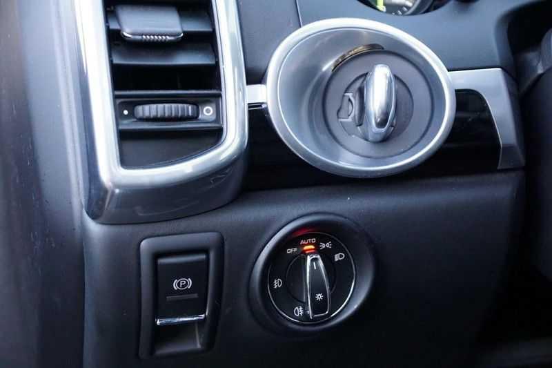 Porsche Cayenne 3.0 S E-Hybrid / Sport Chrono / Panodak / Trekhaak / Bose / Luchtvering / Sportstoelen afbeelding 21