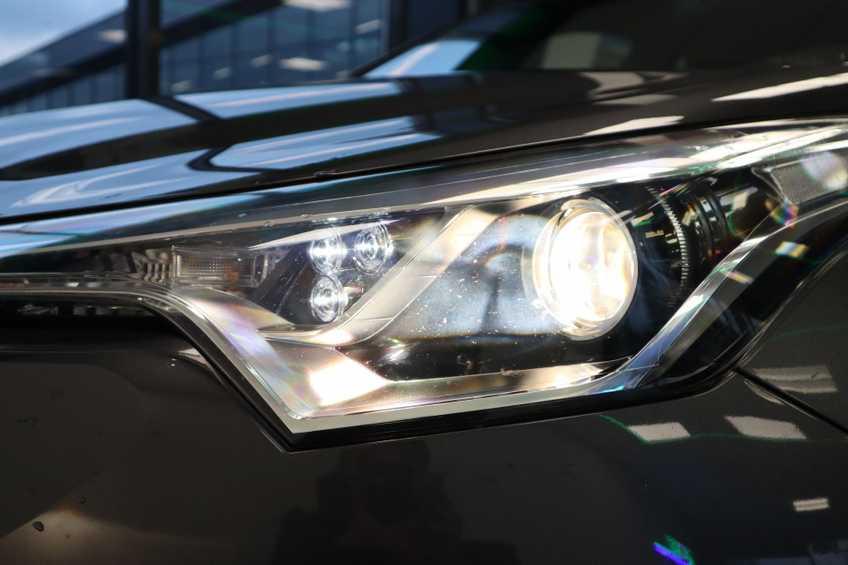 """Toyota C-HR 1.8 Hybrid Navigatie Camera 17""""LM afbeelding 9"""